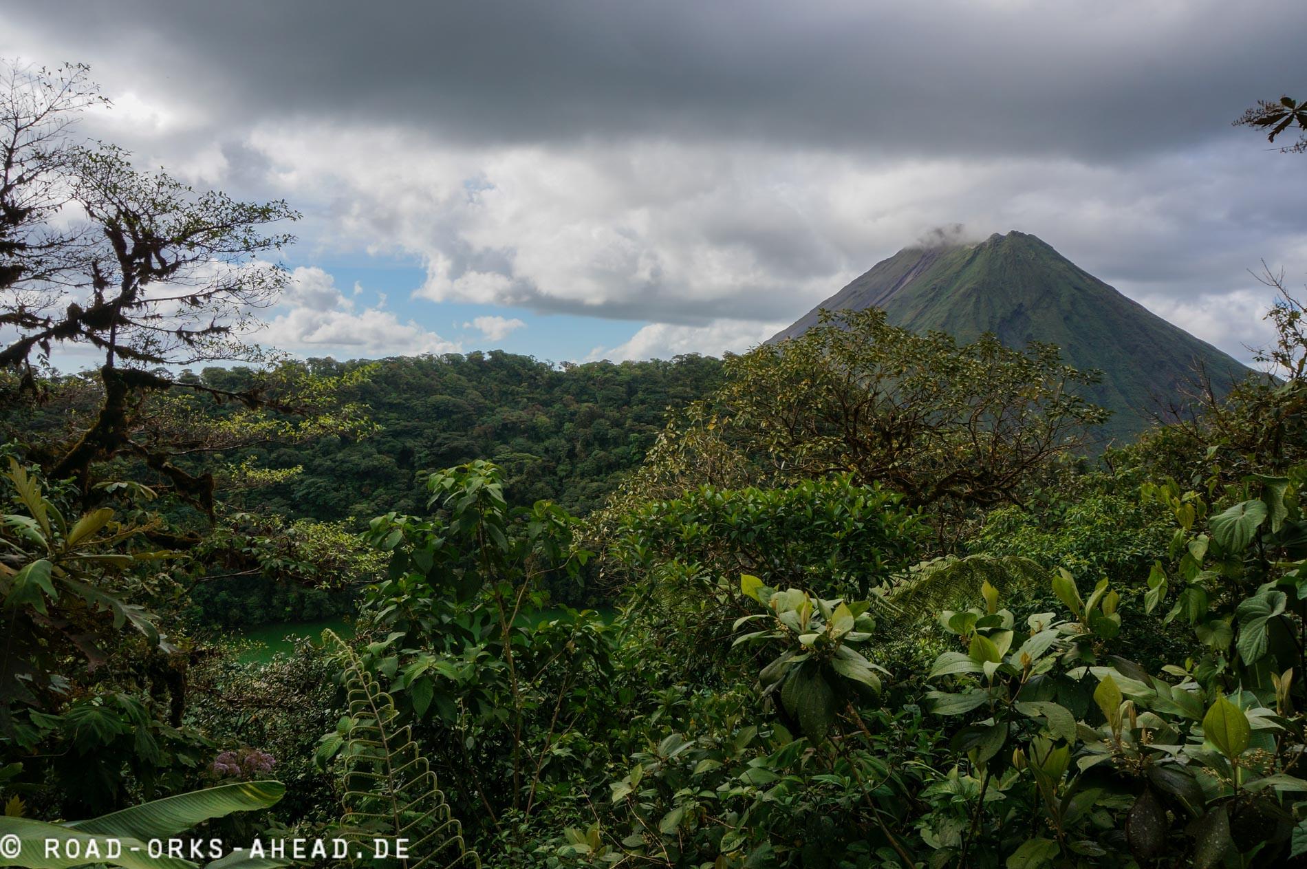 Vulkan Arenal vom Cerro Chato gesehen