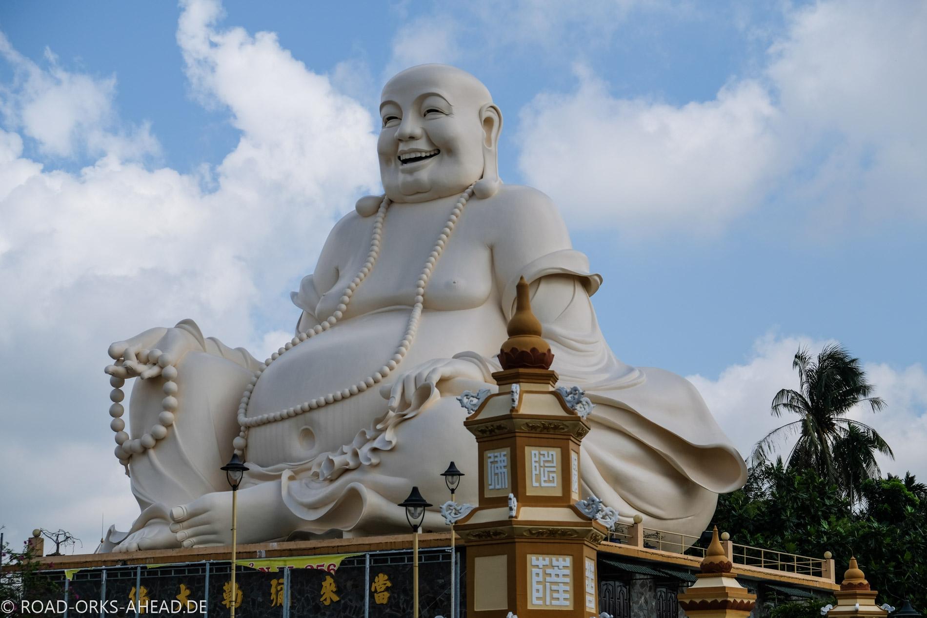 Und ein sitzender Riesen-Buddha