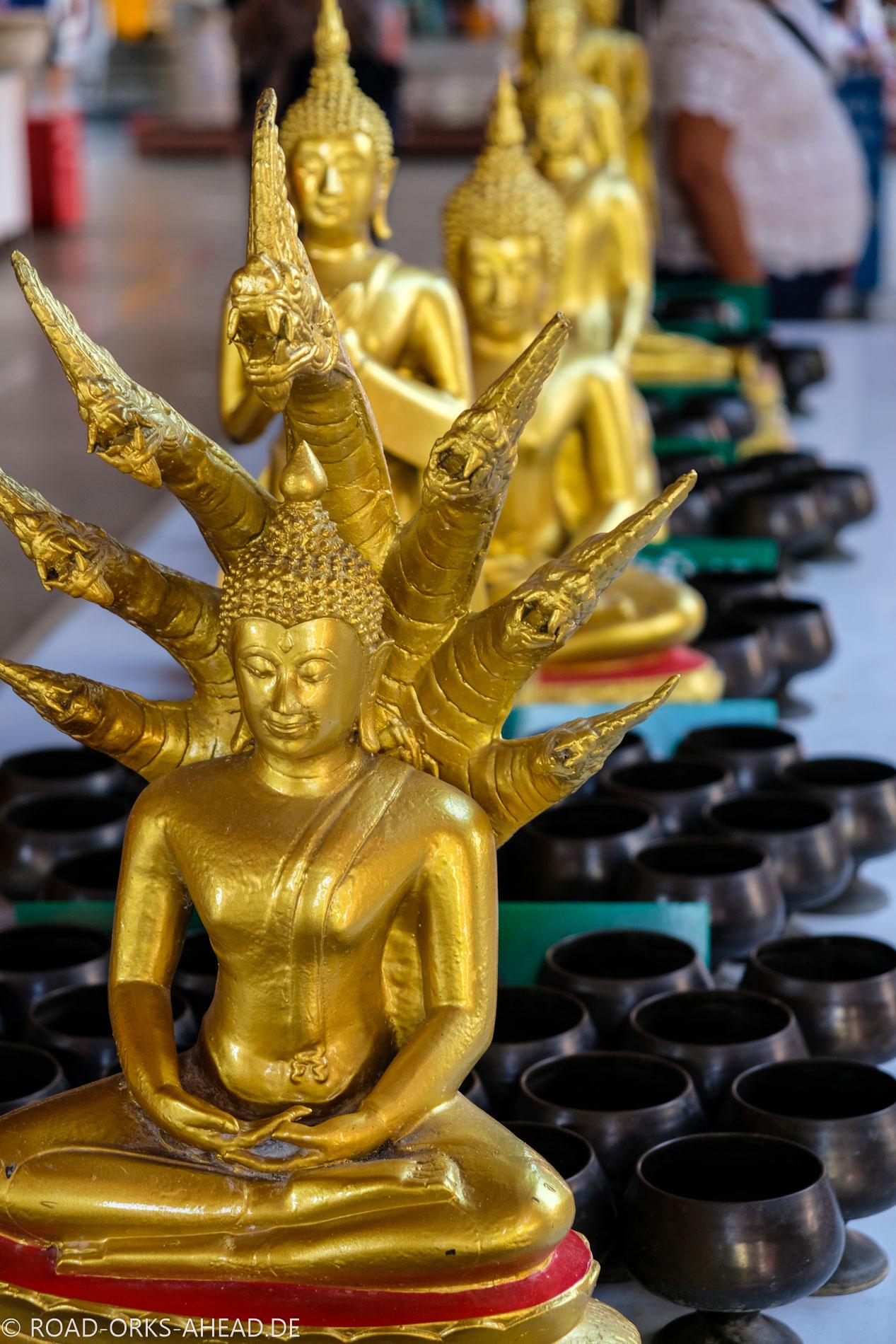Buddha mit Nagas