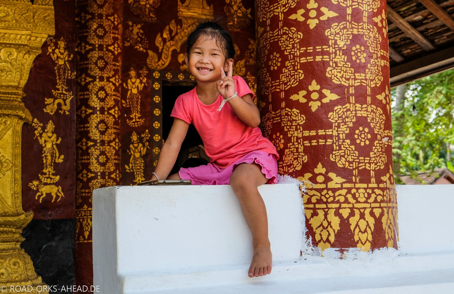 Mädchen im Tempel, Luang Prabang