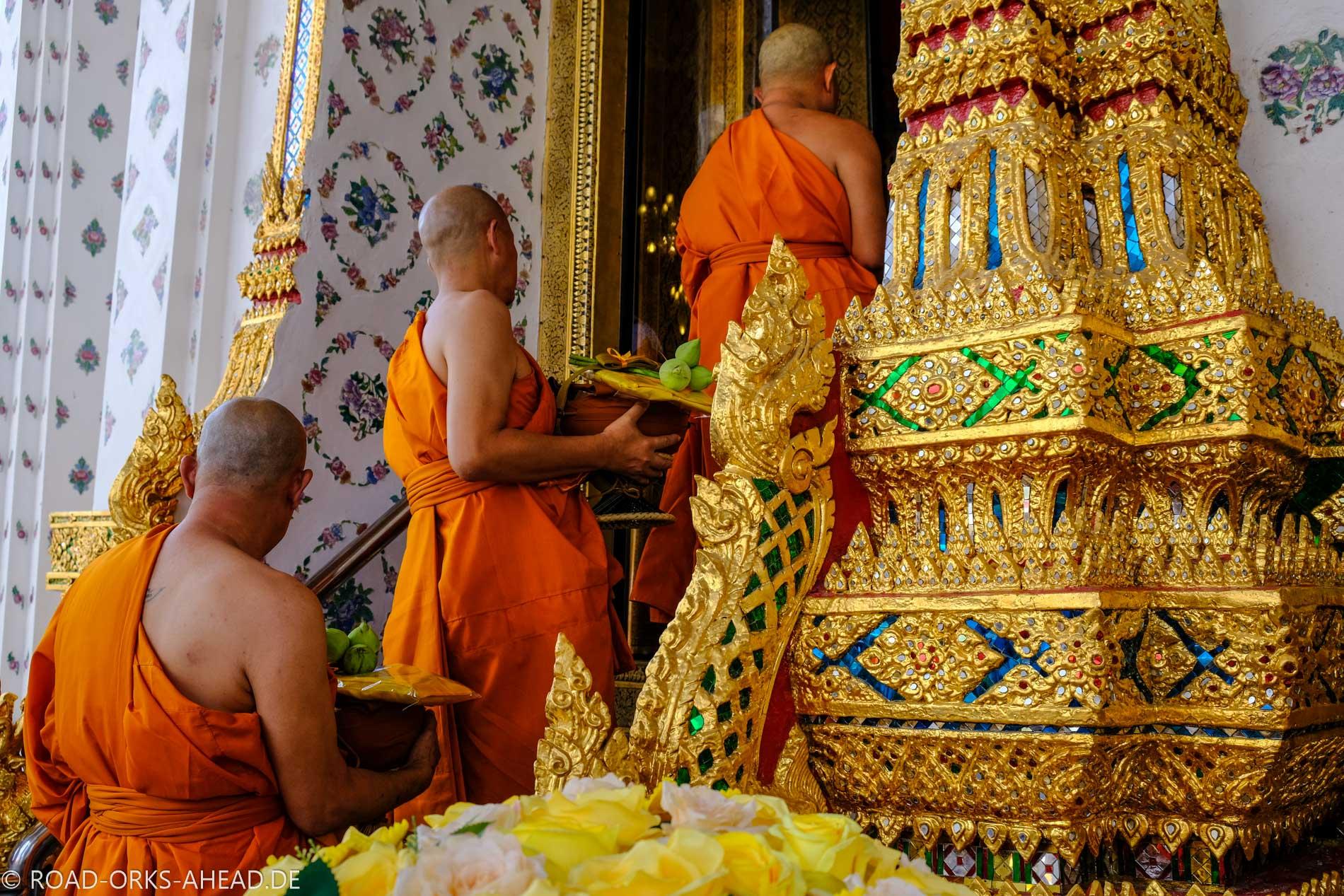 Mönche in Bangkok