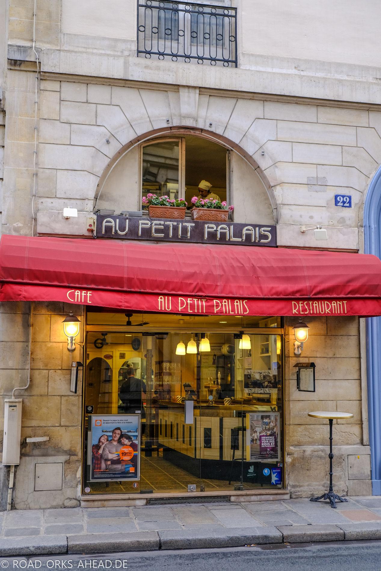 Winziges Pariser Cafe