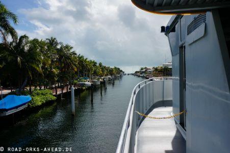 Ausfahrt im Glasbodenboot