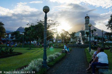 Sonne, Vulkan und Park in La Fortuna
