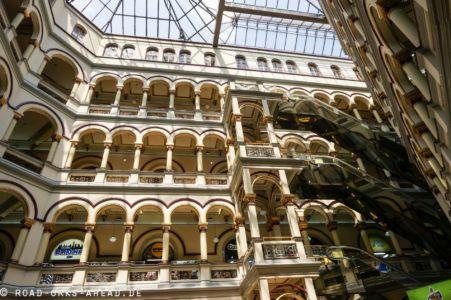 Einkaufsmeile im ehemaligen Justizpalast