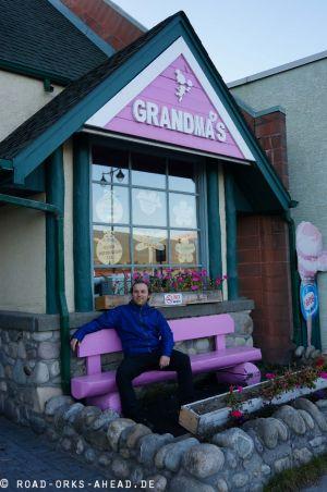 Nils bei Grandma