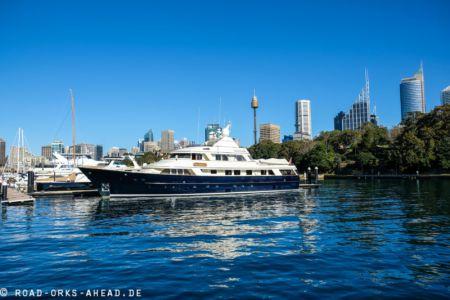 Schicke Jachten im Hafen Sydney
