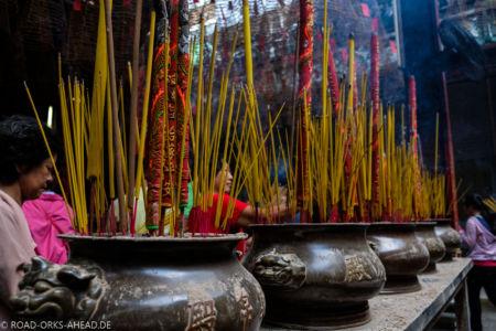 Räucherattacke im Tempel
