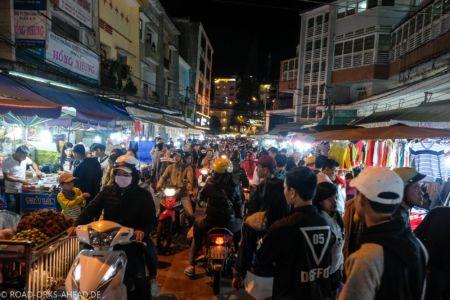 Nachtmarkt, natürlich ordentlich voll