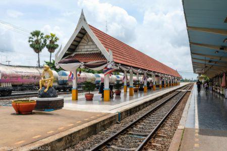 Bahnhof Lop Buri - natürlich mit Affe
