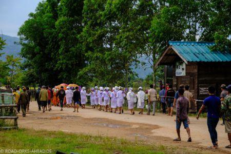 Beerdigung, ganz in weiß