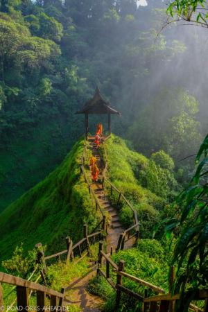Mönche beim Tad Yuang